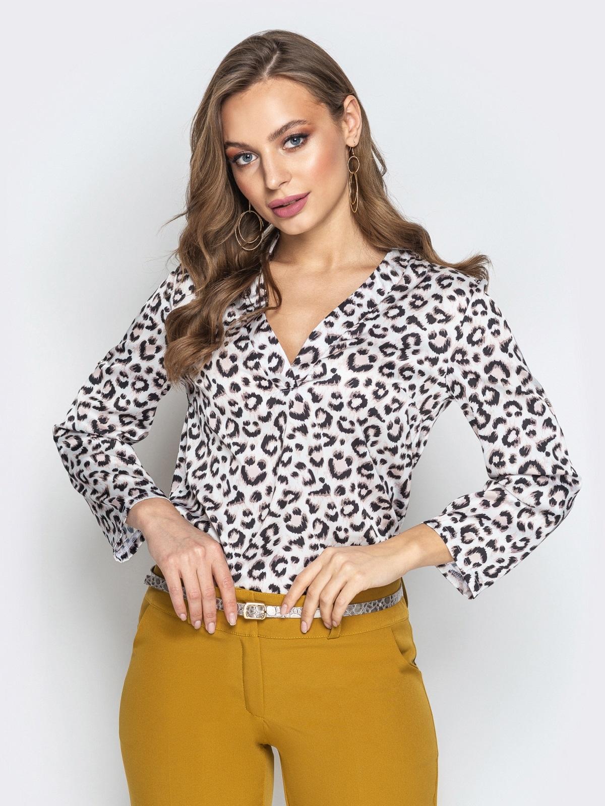 Леопардовая блузка с воротником и V-вырезом белая - 21327, фото 1 – интернет-магазин Dressa
