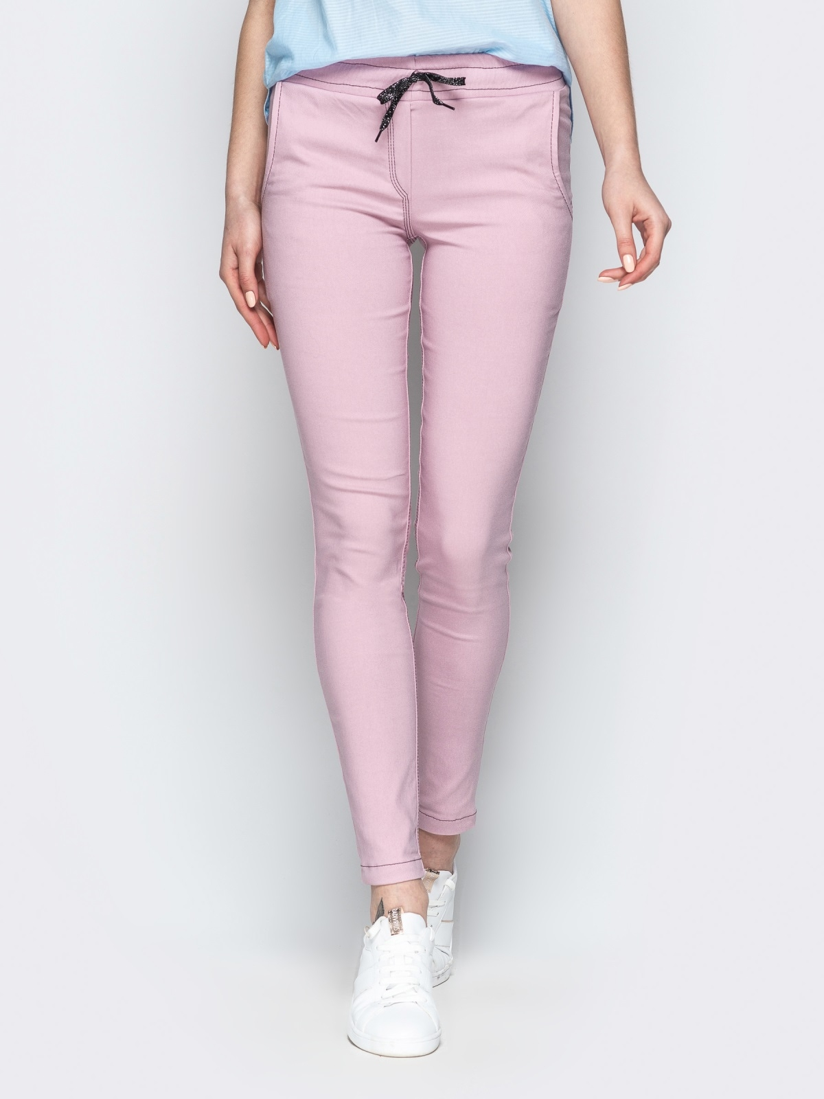 Пудровые брюки с резинкой по талии и прорезными карманами - 21061, фото 1 – интернет-магазин Dressa