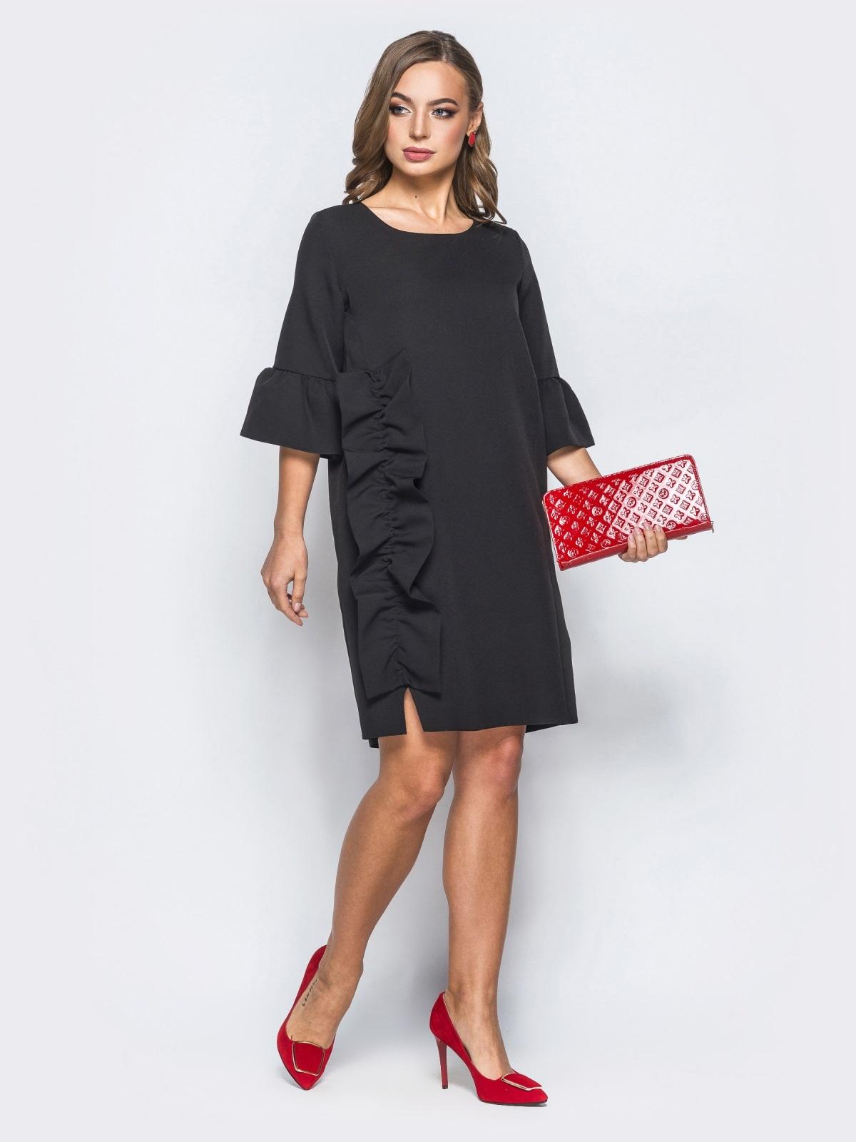 Платье черного цвета с объемной рюшей сбоку - 17972, фото 1 – интернет-магазин Dressa