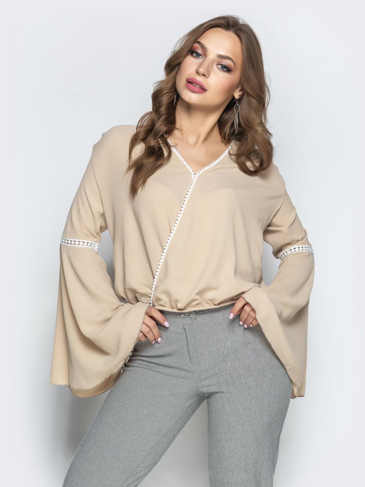 """Бежевая блузка с запахом и рукавом """"колокол"""" - 22349, фото 1 – интернет-магазин Dressa"""