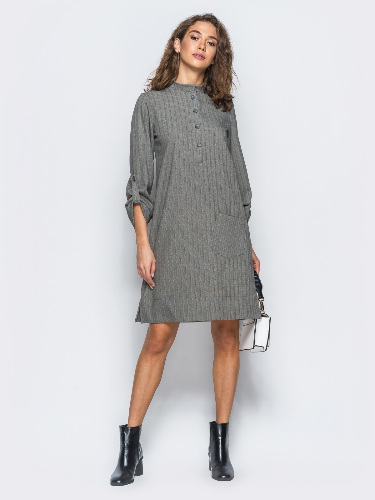 Платье-рубашка серого цвета из костюмной ткани с карманом на полочке - 17466, фото 1 – интернет-магазин Dressa