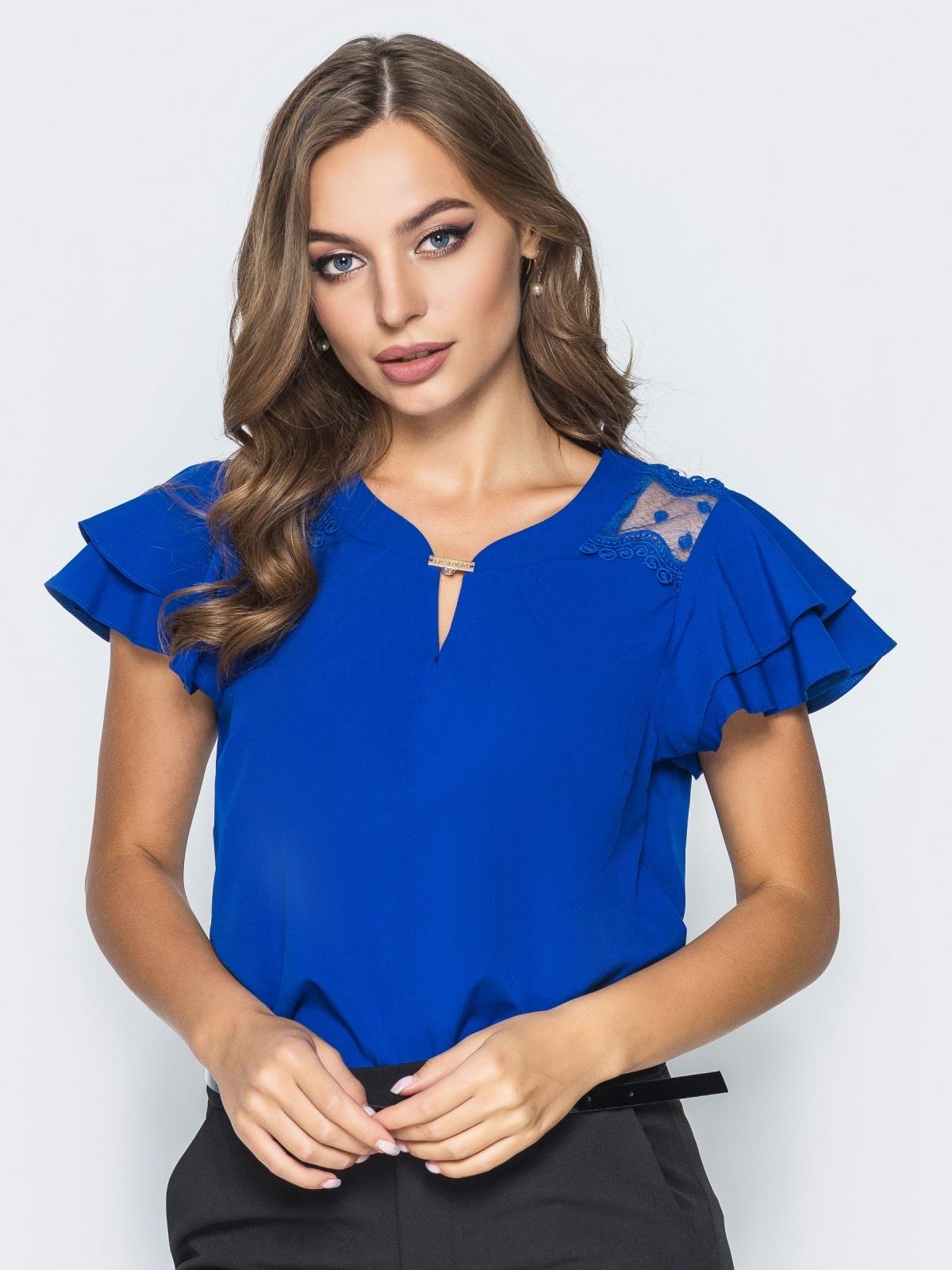 Блузка с кружевными вставками и оборкой на рукавах синяя - 14235, фото 1 – интернет-магазин Dressa