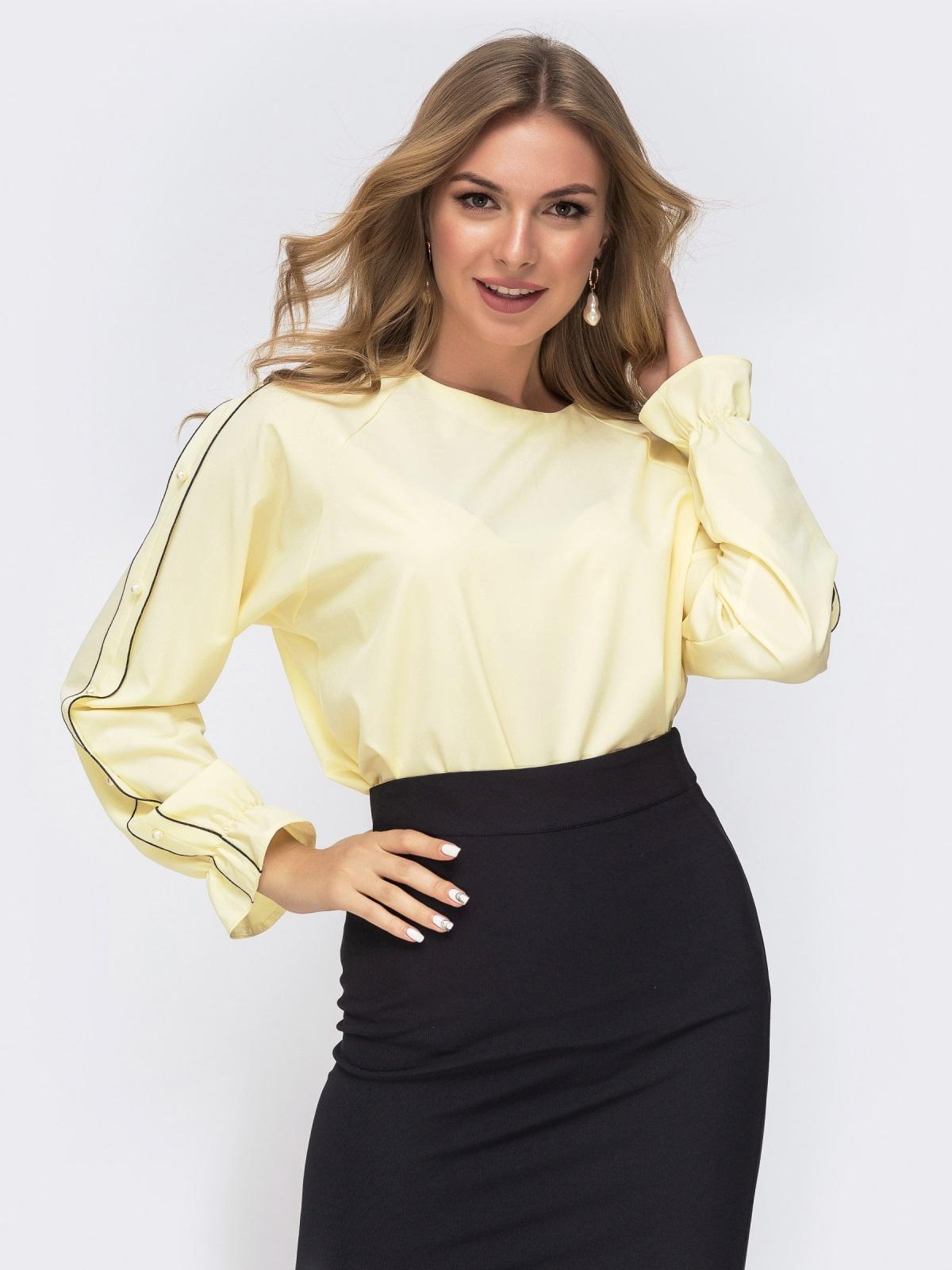 Желтая блузка свободного кроя с жемчужинами - 41511, фото 1 – интернет-магазин Dressa