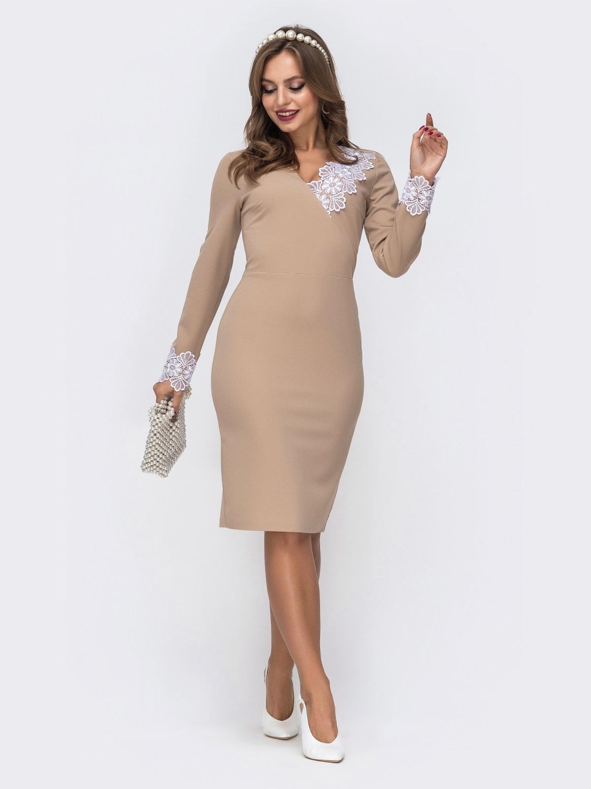 Платье приталенного кроя с кружевными манжетами бежевое 42733, фото 1