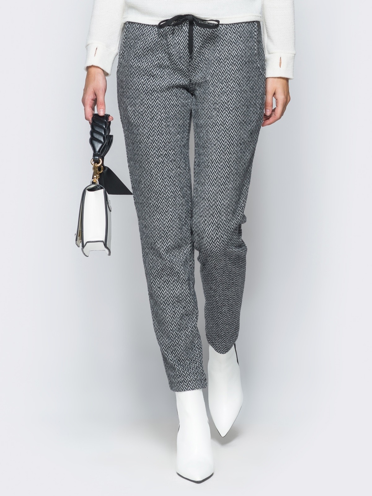 Жаккардовые брюки светло-серого цвета - 17756, фото 1 – интернет-магазин Dressa