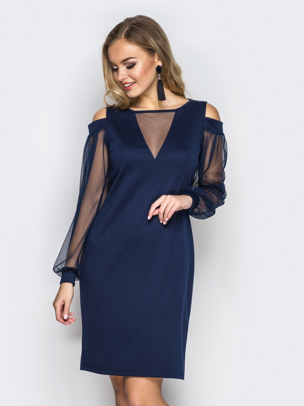 Приталенное платье с открытыми плечами и фатиновыми рукавами тёмно-синее - 11501, фото 1 – интернет-магазин Dressa