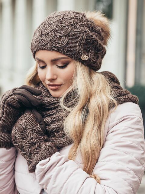 Коричневый комплект узорной вязки с бубоном на шапке - 15557, фото 2 – интернет-магазин Dressa