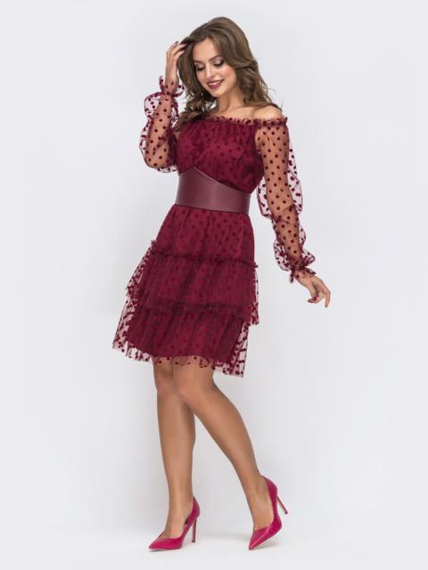 Бордовое платье с открытыми плечами и многоярусной юбкой - 43034, фото 1 – интернет-магазин Dressa