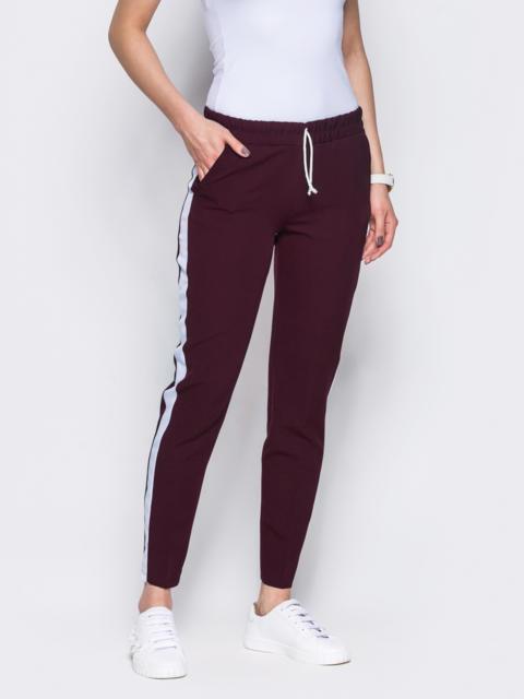 Бордовые брюки-спорт белыми лампасами - 10331, фото 1 – интернет-магазин Dressa
