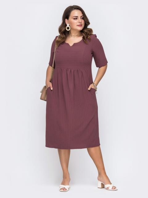 Приталенное платье батал бордового цвета в полоску 49666, фото 1