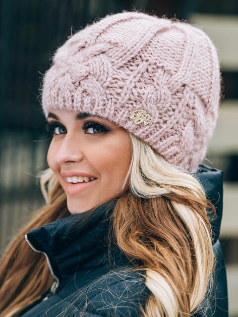 Розовая шапка крупной вязки на флисе - 14765, фото 2 – интернет-магазин Dressa