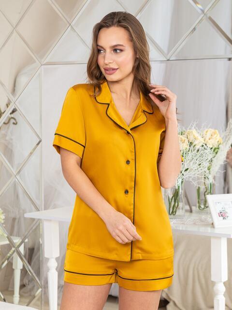 Шелковая пижама с окантовкой на рубашке и шортах горчичная - 20710, фото 1 – интернет-магазин Dressa