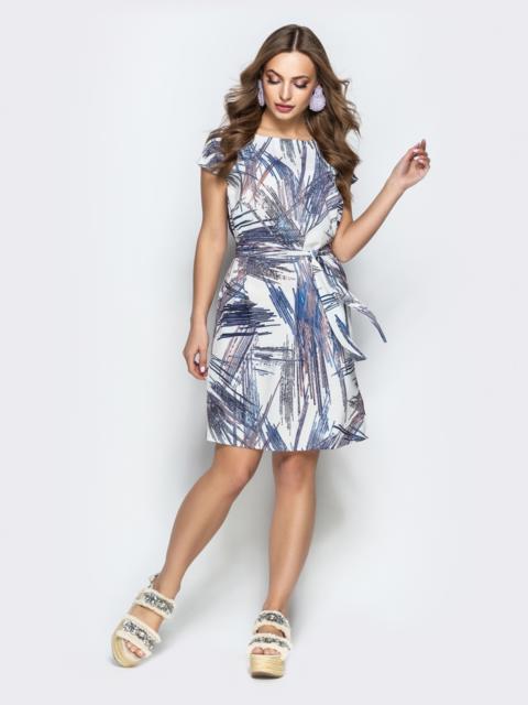 Прямое платье с абстрактным принтом из софта белое - 22292, фото 1 – интернет-магазин Dressa