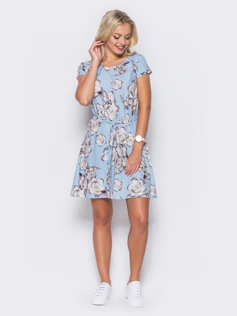 Голубое платье с коротким рукавом в цветочный принт - 11418, фото 1 – интернет-магазин Dressa