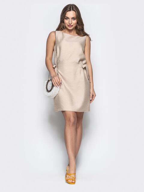Платье прямого кроя с завязками по бокам бежевое 21587, фото 1