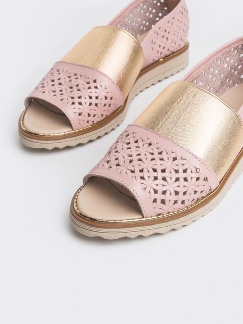 Пудровые балетки из кожи с перфорацией - 38996, фото 1 – интернет-магазин Dressa