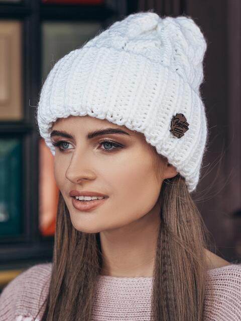 Белая шапка-колпак объемной вязки - 14969, фото 1 – интернет-магазин Dressa