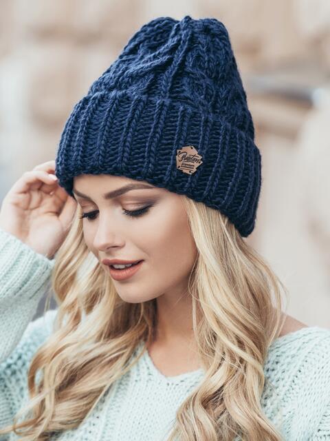 Темно-синяя шапка-колпак объемной вязки - 14967, фото 1 – интернет-магазин Dressa