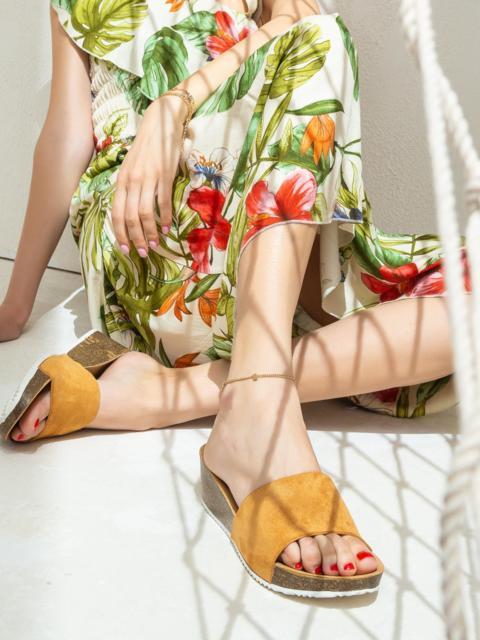 Коричневые шлепанцы на толстой подошве - 47529, фото 1 – интернет-магазин Dressa