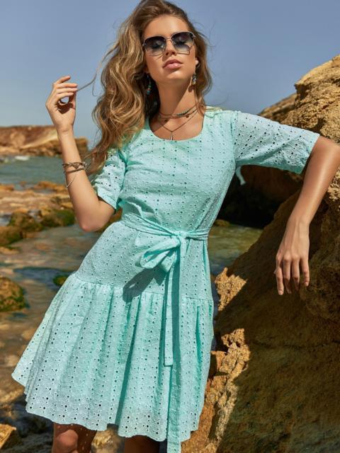Свободное платье из прошвы с воланом по низу зеленое - 48207, фото 1 – интернет-магазин Dressa