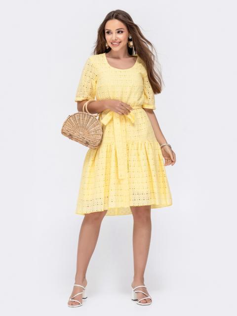 Свободное платье из прошвы с воланом по низу желтое 48208, фото 1
