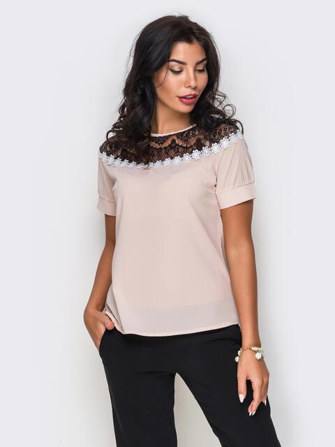 Пудровая блузка с черным кружевом и ромашками - 10050, фото 1 – интернет-магазин Dressa