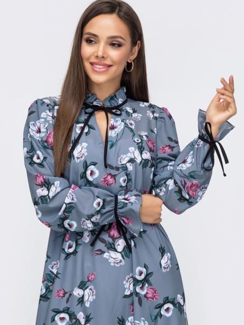 Серое платье-трапеция с принтом и воланом по низу 51183, фото 1
