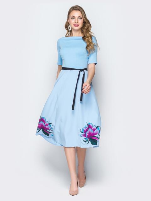 Голубое платье с расклешенной принтованной юбкой - 20044, фото 1 – интернет-магазин Dressa