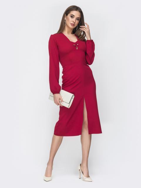Приталенное платье с разрезом спереди бордовое 45004, фото 1