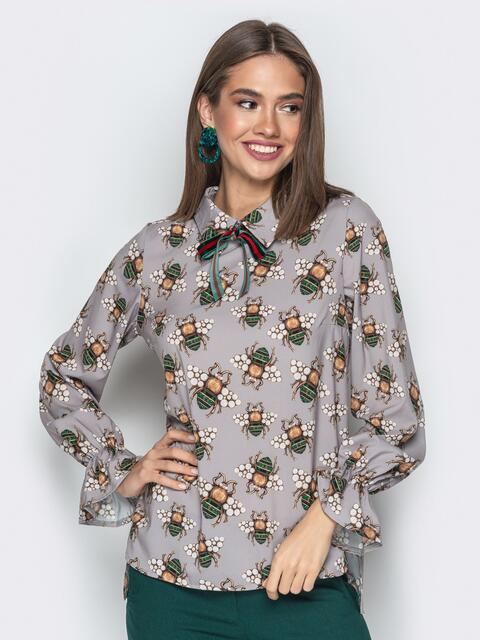 Принтованная блузка с отложным воротником и бантом серая - 20390, фото 1 – интернет-магазин Dressa