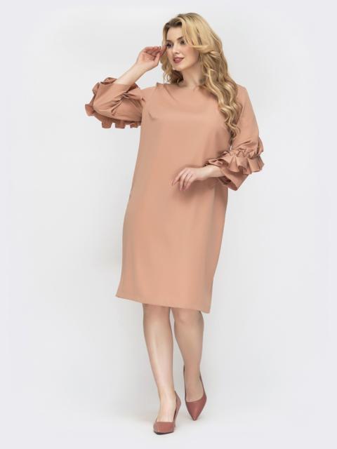 Бежевое платье большого размера с рюшами на рукавах - 44540, фото 1 – интернет-магазин Dressa