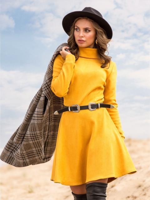 Горчичное платье-мини из замши с расклешенной юбкой - 41314, фото 1 – интернет-магазин Dressa