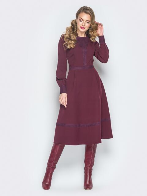 Платье из костюмной ткани с замшевыми вставками бордовое - 18786, фото 1 – интернет-магазин Dressa