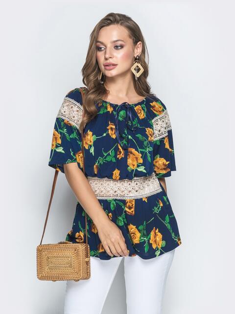 Синяя рубашка с цветочным принтом и гипюровыми вставками - 39202, фото 1 – интернет-магазин Dressa