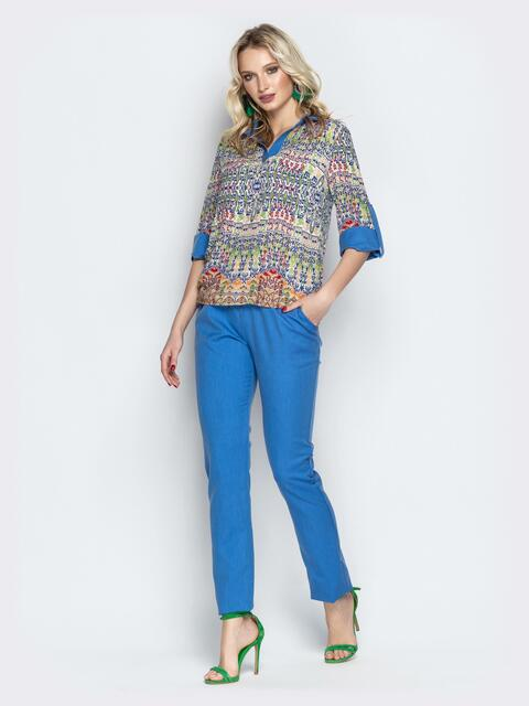 Брючный комплект с принтованной блузкой голубой - 21182, фото 1 – интернет-магазин Dressa