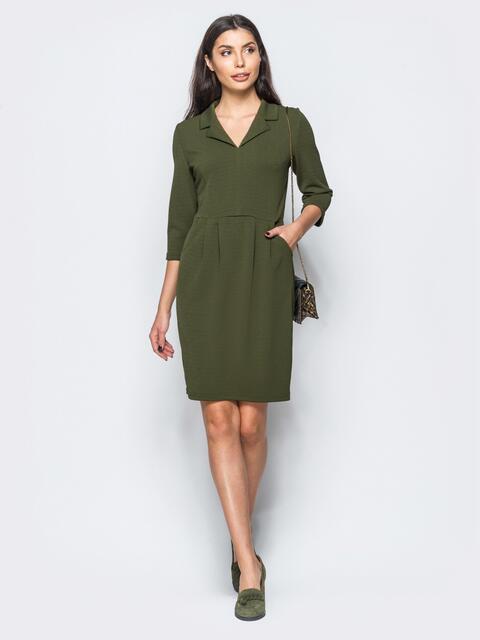 Платье цвета хаки с юбкой-тюльпан и отложным воротником - 17559, фото 1 – интернет-магазин Dressa