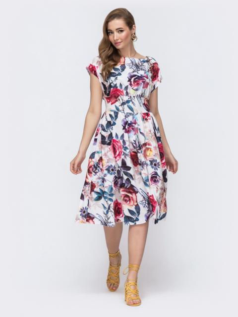 Расклешенное платье белого цвета в цветочный принт 48551, фото 1