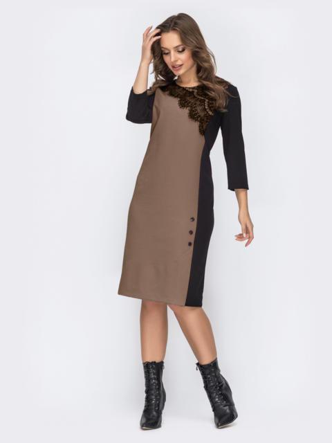 Бежевое платье прямого кроя с контрастной вставкой 52535, фото 1