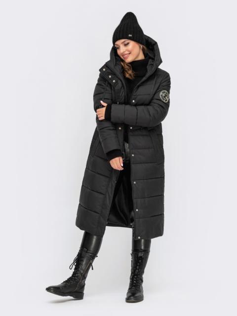 Зимняя удлиненная куртка черного цвета с вшитым капюшоном 55608, фото 1