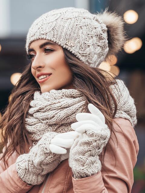 Бежевый комплект узорной вязки с бубоном на шапке - 15555, фото 2 – интернет-магазин Dressa