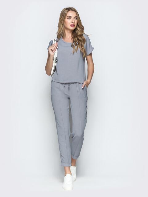 Брючный комплект серого цвета с блузкой - 39357, фото 1 – интернет-магазин Dressa