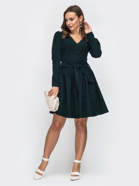 Вельветовое платье с v-вырезом и расклешенной юбкой зеленое 45630, фото 1