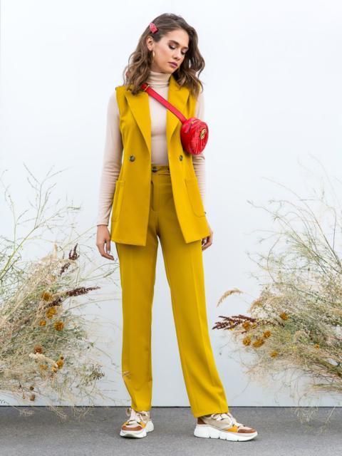 Горчичный комплект из приталенного жилета и брюк - 40604, фото 1 – интернет-магазин Dressa
