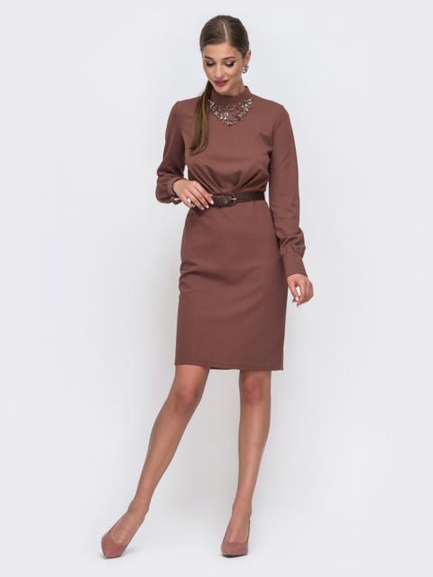 Приталенное платье с воротником-стойкой коричневое 49430, фото 1