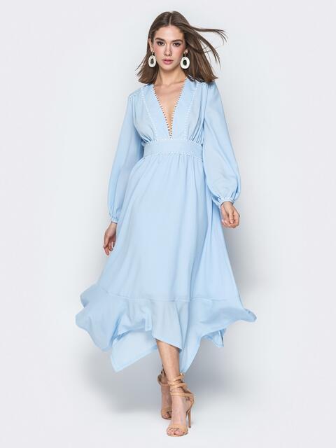 Голубое платье с глубоким декольте и вшитым поясом - 20111, фото 1 – интернет-магазин Dressa