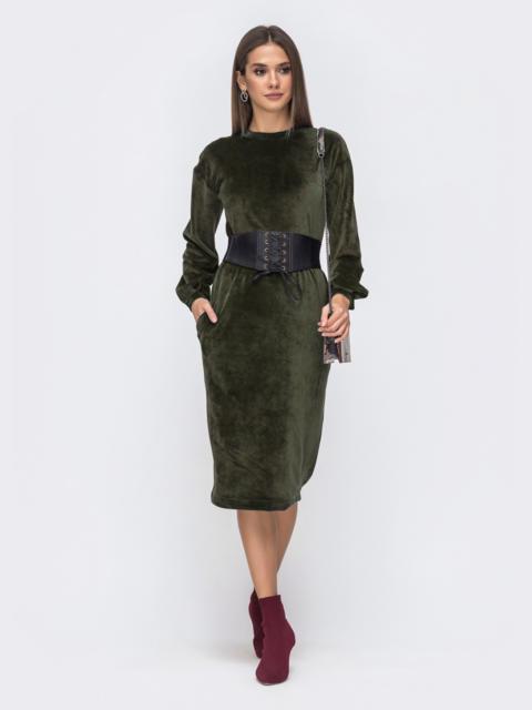 Платье прямого кроя из велюра хаки - 50158, фото 1 – интернет-магазин Dressa