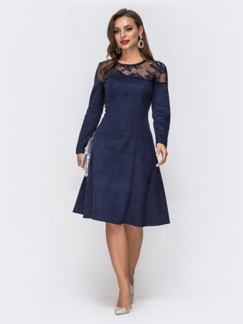 Синее платье с кокеткой из гипюра и расклешенной юбкой - 43055, фото 1 – интернет-магазин Dressa