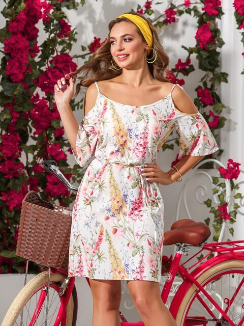Принтованное платье с открытыми плечами белое - 39193, фото 1 – интернет-магазин Dressa