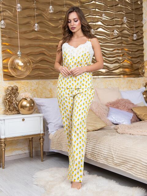 Пижама в полоску из топа с гипюром и брюк жёлтая - 20703, фото 1 – интернет-магазин Dressa