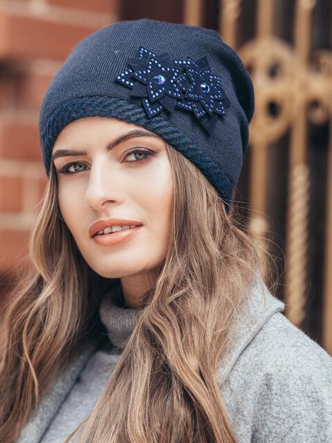 Темно-синяя шапка с двойным цветком - 14944, фото 1 – интернет-магазин Dressa